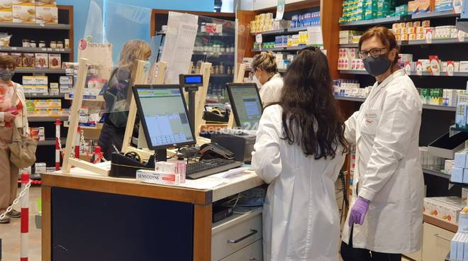 distribuzione gratuita mascherine in farmacia