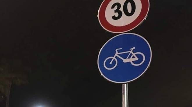 limite 30 corso italia pista ciclabile