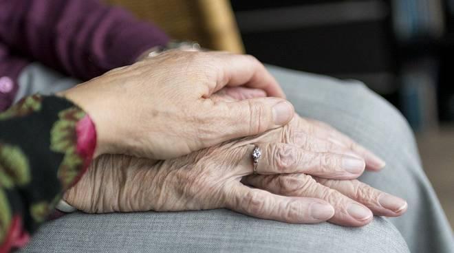 mamma figlia anziani cura generica