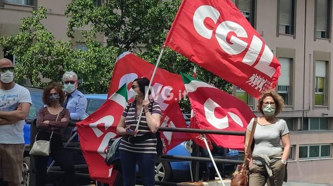 Manifestazione Cgil davanti al San Paolo di Savona