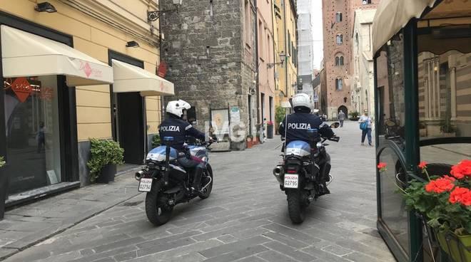 Polizia Albenga centro storico Coronavirus