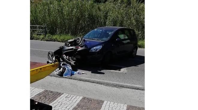 Scontro auto-moto a Perti