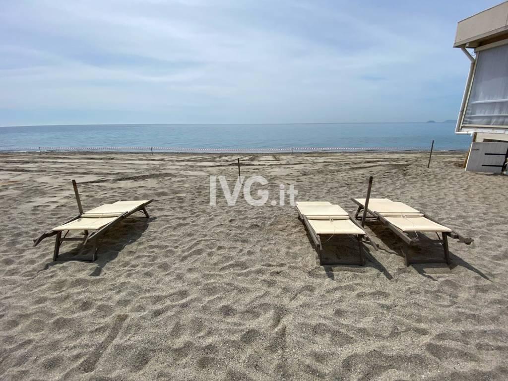 bagni marini stabilimento balneare spiaggia allestimento preparazione