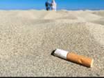 Fumo sigaretta spiaggia