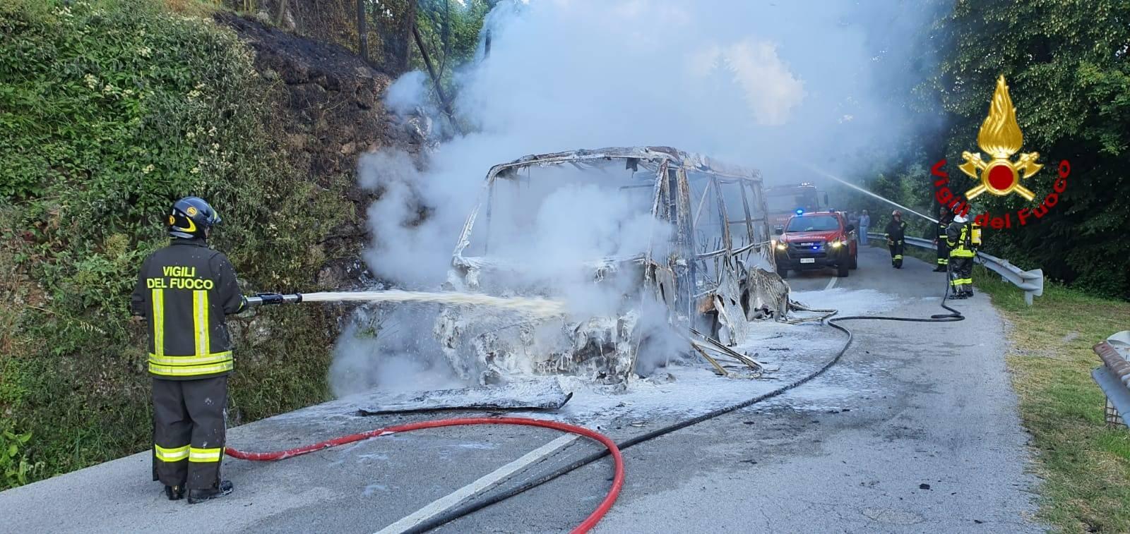 incendio bus chiavari