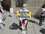La protesta degli infermieri sotto la prefettura