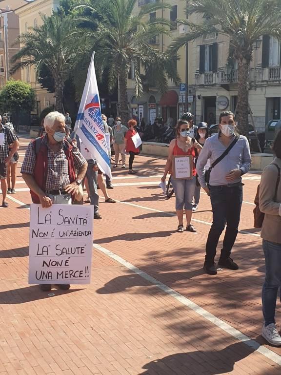 Manifestazione a sostegno della sanità ad Albeng