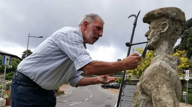 pescatore statua Varazze Corrado Cacciaguerra