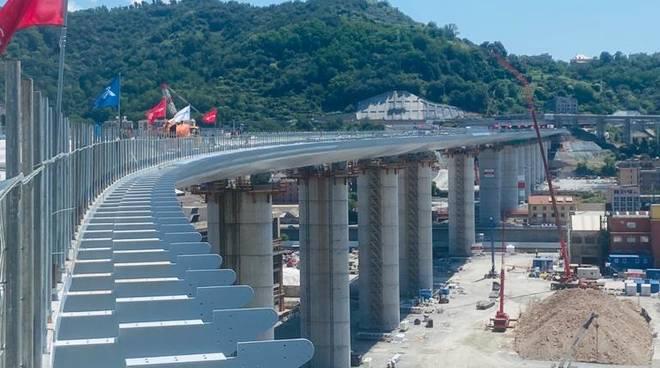 prima camminata su nuovo ponte