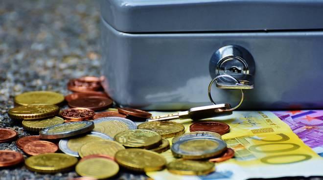 soldi, banconote, risparmio, banca