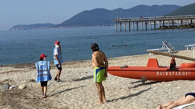 spiaggia libera pietra ligure
