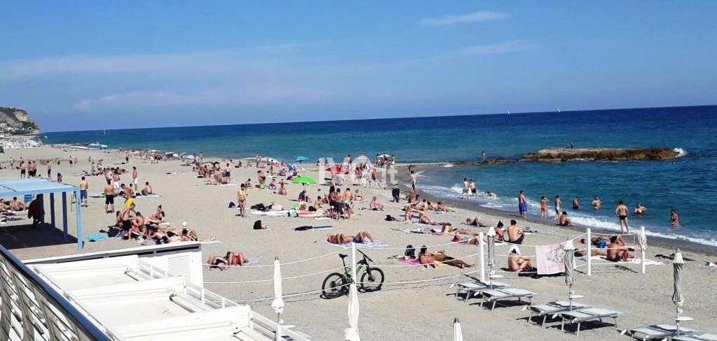 spiaggia pietra ligure