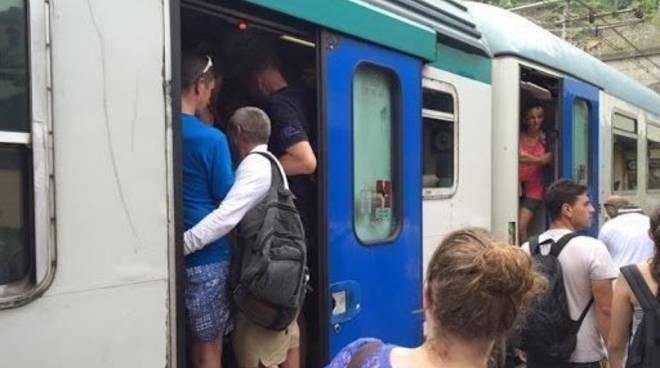 treni treno pieno