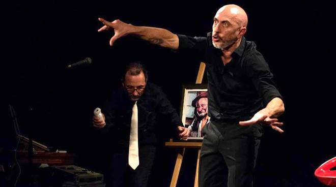 """Borgio Verezzi Roberto Ciufoli recital comico """"Tipi"""""""