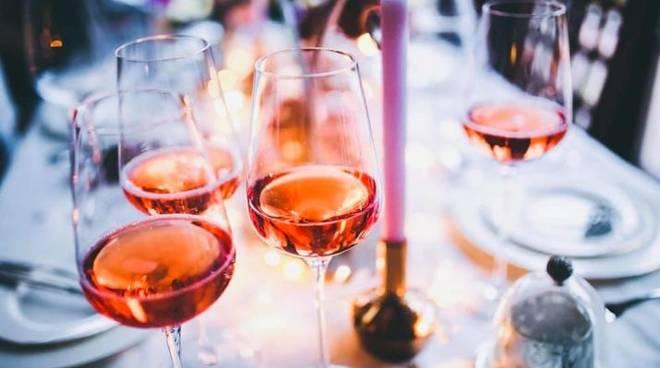 Degustazione in rosa all'Hotel dei Castelli, un'insolita Liguria tra vignaioli e sommelier
