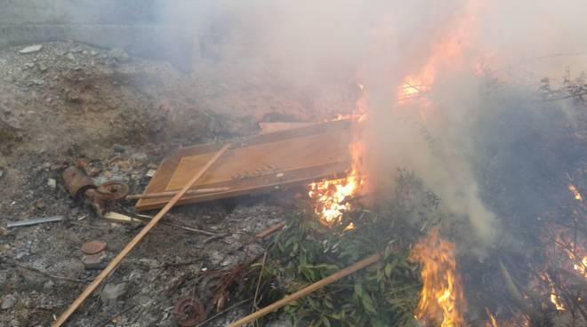 Incendio Rifiuti Carabinieri Forestale