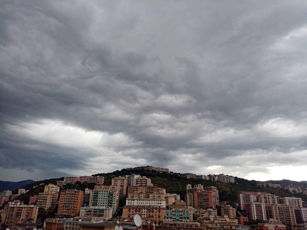 Grandine e fulmini colpiscono Genova ed entroterra
