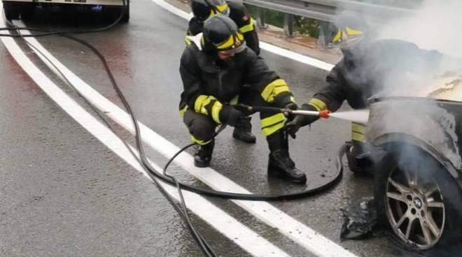 Incendio auto A10 Finale