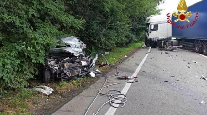 Incidente auto uomo albenganese Gianfranco Pucci ad Arona