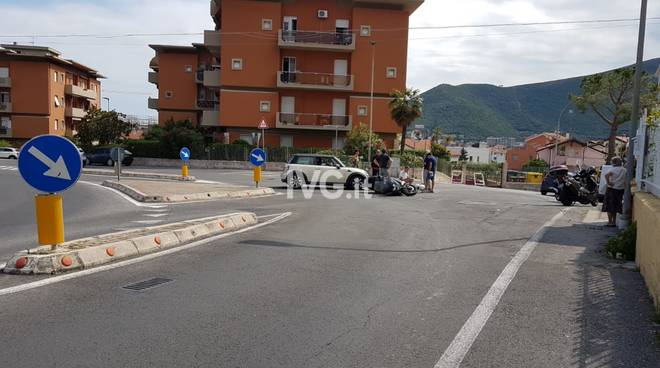 Loano incidente auto-scooter via Bergamo-via Foscolo