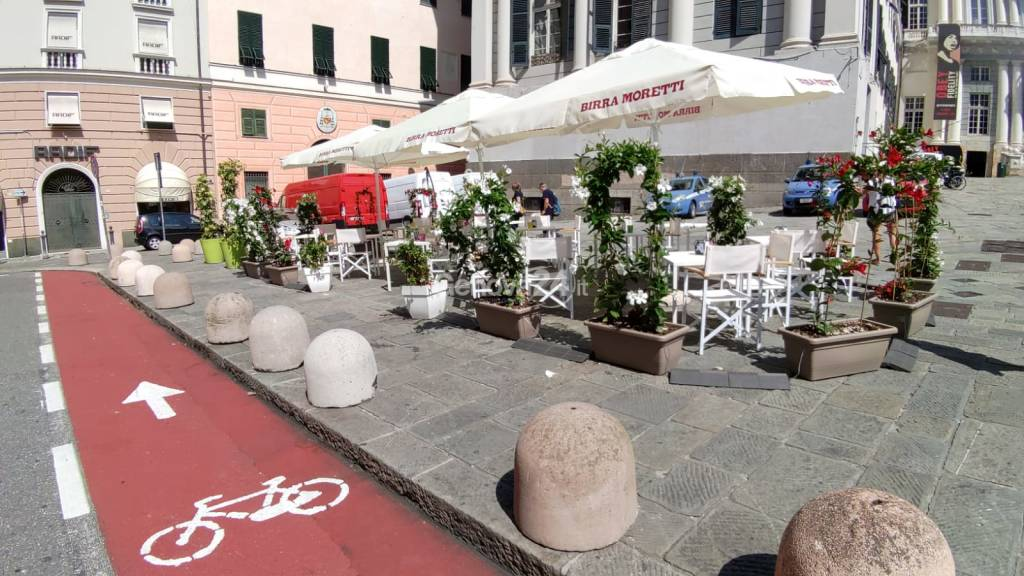 A Genova è l'estate dei tavolini all'aperto: grande successo per i dehors di bar e ristoranti