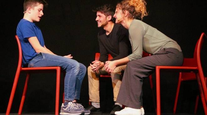 """Albenga """"Tre di Scena Madre"""" spettacolo Kronoteatro"""
