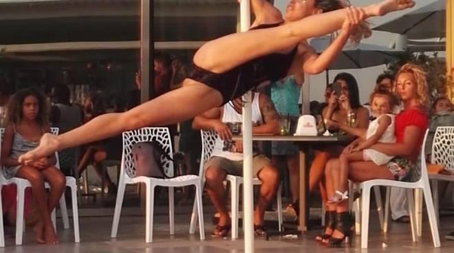 Aperitivo Emozionale al Sol Levant edi Cavi di Lavagna con la specialista di pole-dance serena Guarguaglini