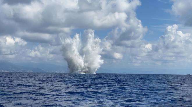 Il brillamento della bomba di aereo rinvenuta a Capo Torre