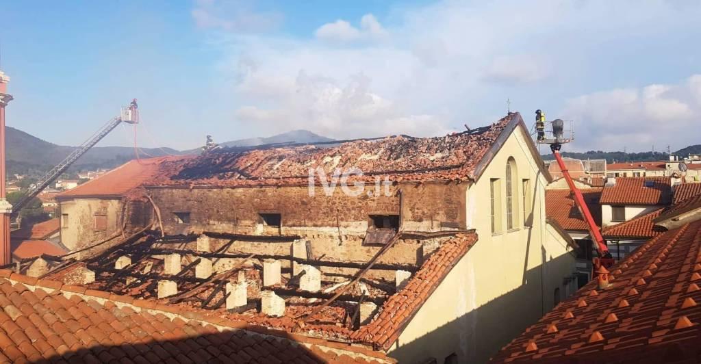 Incendio a San Lorenzo di Cairo, danni ingenti
