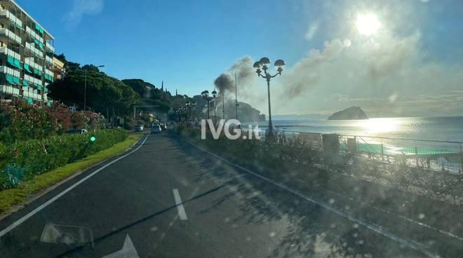 incendio auto camper aurelia spotorno