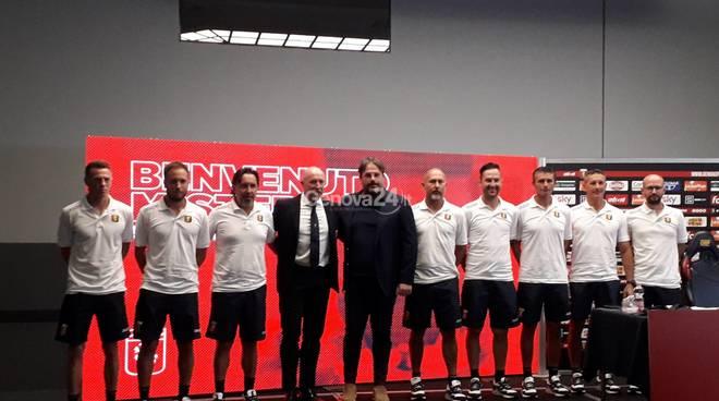 Rolando Maran con staff tecnico genoa