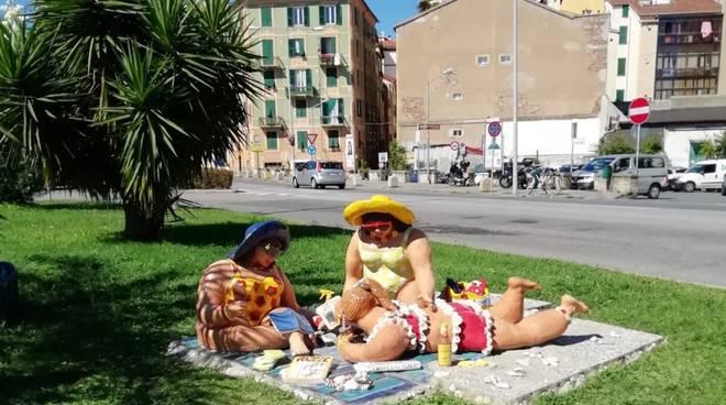 """Savona """"Curvy on the beach – Bellezze... a tutto tondo"""" sculture ceramica"""
