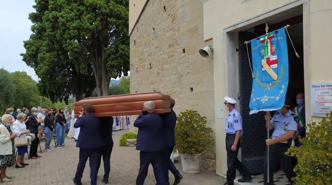 Andora, i funerali di don Giuseppe Bazzano