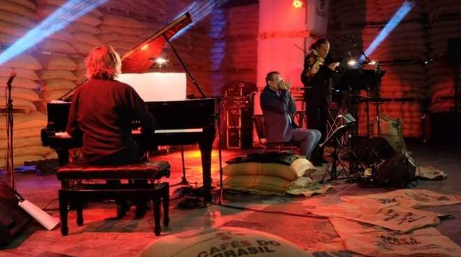 Concerto Fabrizio Poggi armonica e Across Duo
