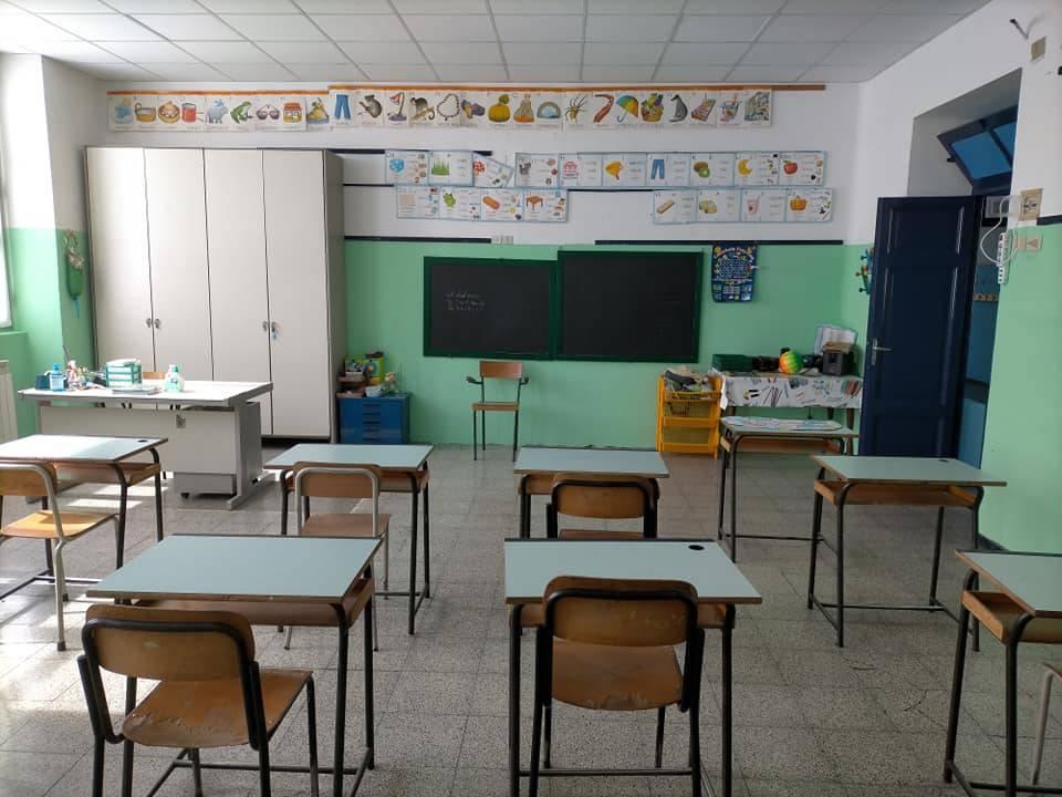 scuola elementare banchi Altare