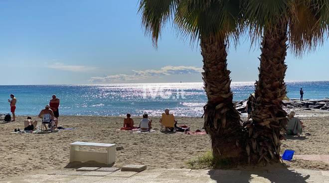 Autunno Sole Pietra Ligure Spiaggia