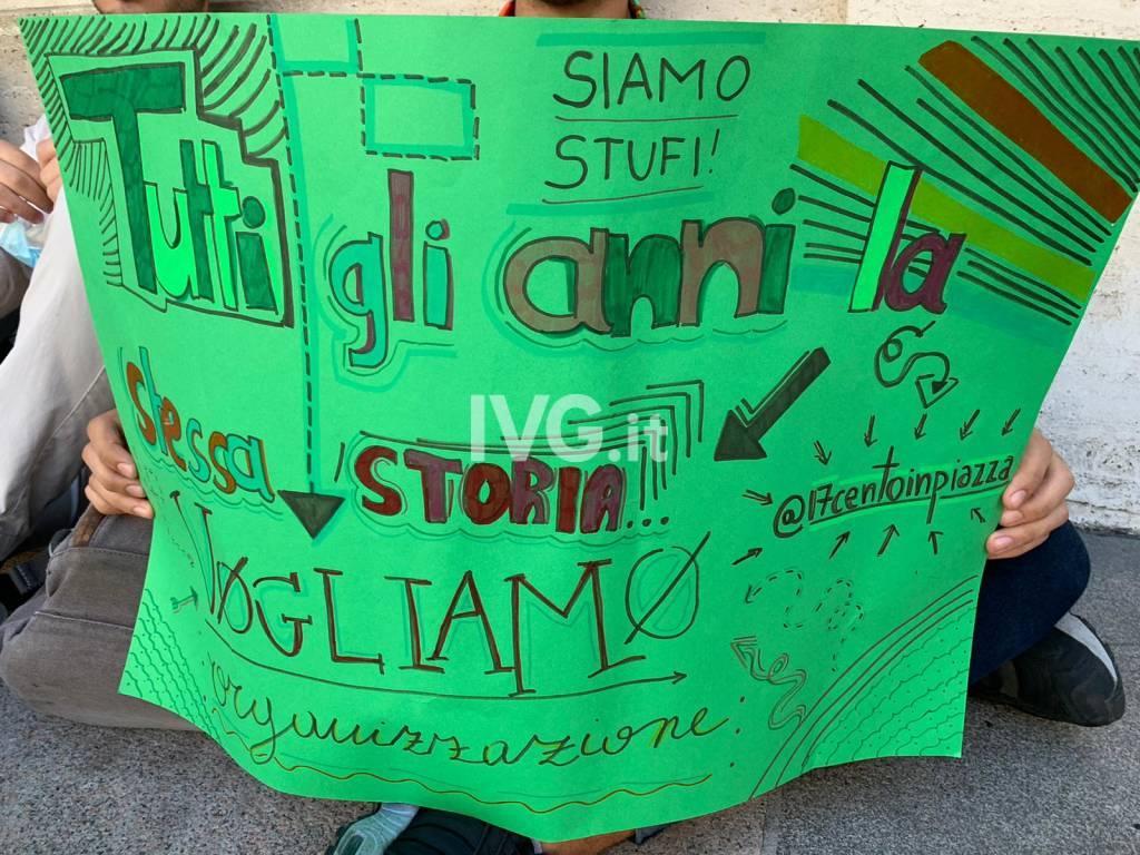 La protesta degli studenti per la scuola a Savona