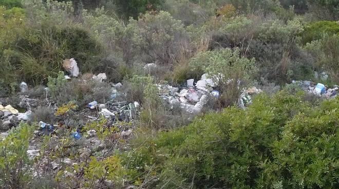 Abbandono rifiuti Ceriale