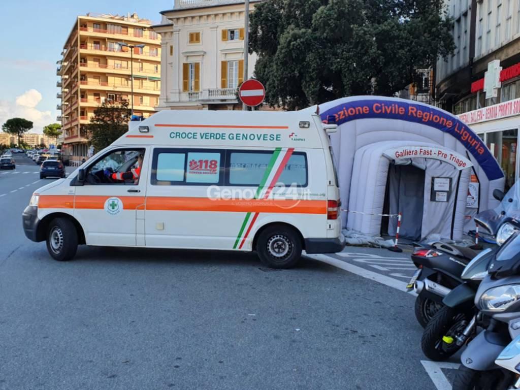 ambulanza covid tenda galliera pronto soccorso