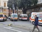 ambulanze in attesa al galliera