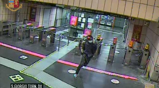 Arrestato il rapinatore 'seriale' della metropolitana