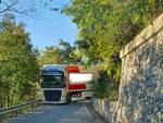 Camion incastrato Calice