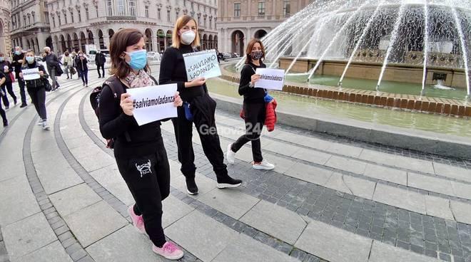 """""""Emergenza Spettacolo"""", la protesta dei lavoratori in piazza De Ferrari"""
