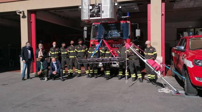 Civico 41 dona barella a vigili del fuoco albenga