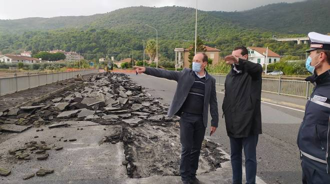 demolizione ponte via Europa Unita andora