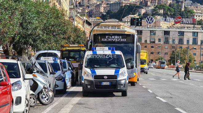 incidente autobus via buozzi