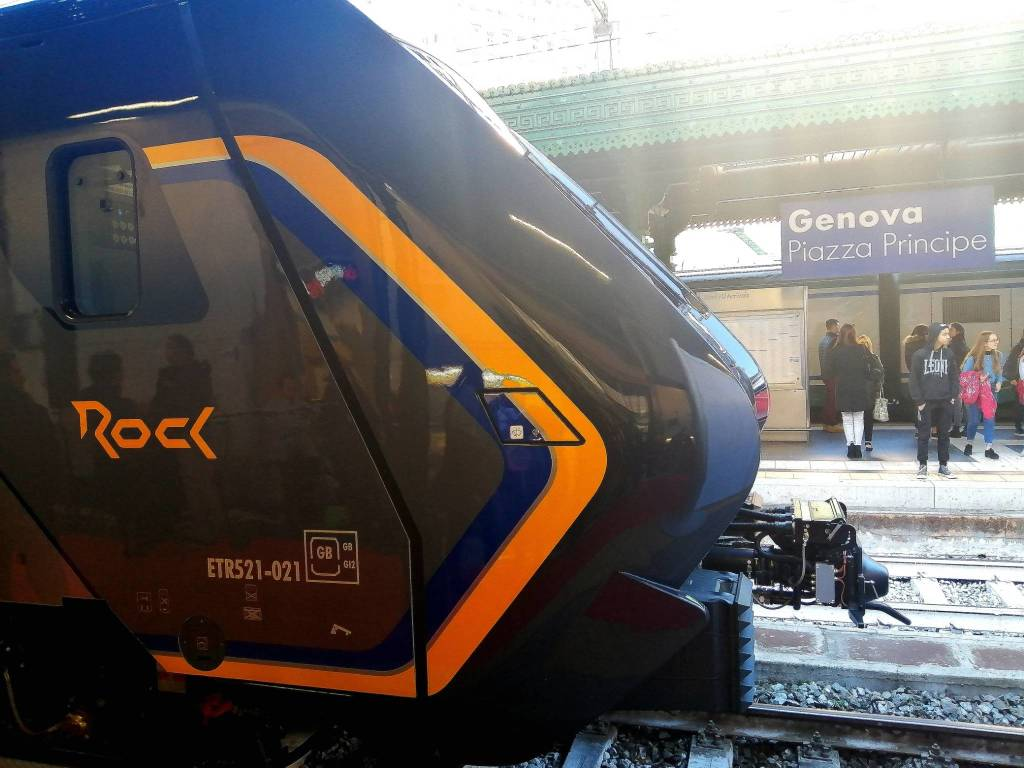 treno regionale rock