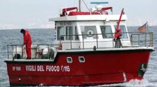 vigili del fuoco nave porto nautico