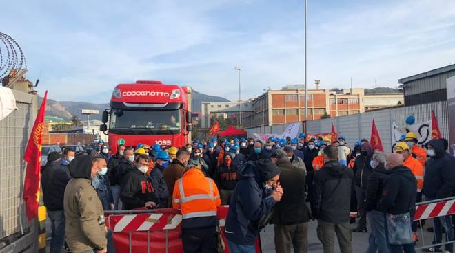 Arcelor Mittal, blocchi al varco contro i licenziamenti