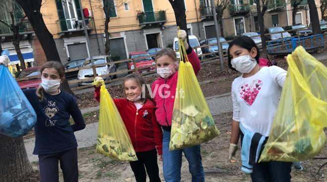 bambine pulizia ambiente inquinamento